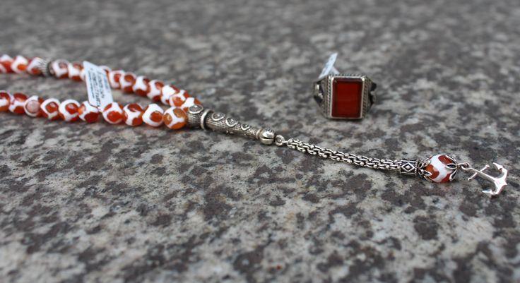 Gümüş Çapa Püsküllü Fasetalı Kesim Kırmızı Çizgili Akik Tesbih  Fiyat: 49, 90 €  Telefonnummer: +49 (0) 203 - 935 40 700  Mail: info@tesbihane.eu