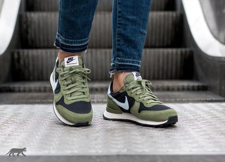 Nike Wmns Internationalist (Black / Glacier Blue - Palm Green - Sail)
