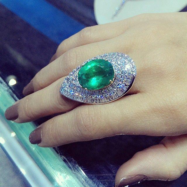 Emerald 11.97 cts in this beautiful setting #emerald #ring #diamonds #diamondjewellery #emeraldring #goldsmith #goldsetting #richgems #beauty #finejewelry #madeinmyanmar #yangon