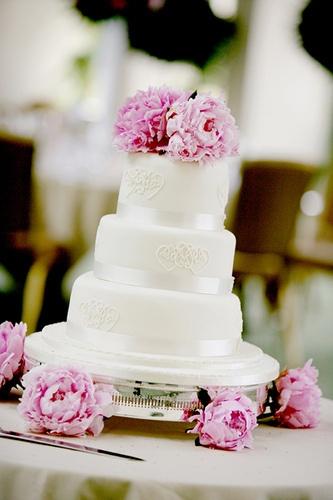 peony + wedding cake@Larissa Miller......maybe with tulips instead of peonies