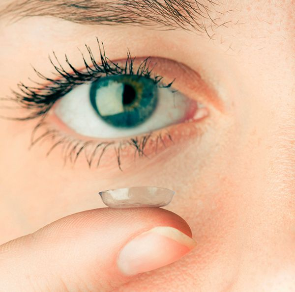 Find out how to deal with Dry #Eye Syndrome and still wear contact #lenses. #health #tips