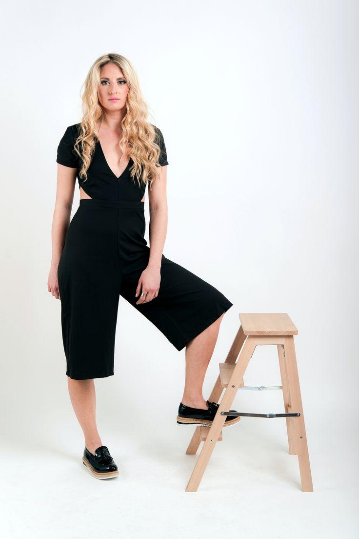 Ολόσωμη ζιπ-κιλότ μαύρη με V μπροστά και κοψίματα στα πλαϊνά! Ολοκληρωμένο σύνολο για πρωινές και βραδινές βόλτες! 39 € — at Kendal Clothing.