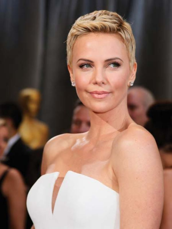 Charlize Theron  Monochromatic simplicity was the keyword as Charlize paired her perfectly constructed gown with Harry Winston diamond stud earrings and bracelets.