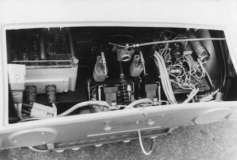 Elektrik im Heck des Opel GT, der 1971 Weltrekorde herausfuhr