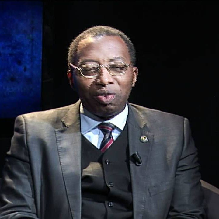 Le professeur Jean-Emmanuel Pondi, spécialiste en Relations internationales, est diplômé, tour à tour, de l?Université d?État de Pennsylvanie aux &