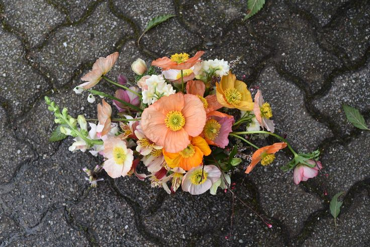 centrepiece in pink, peach and apricot