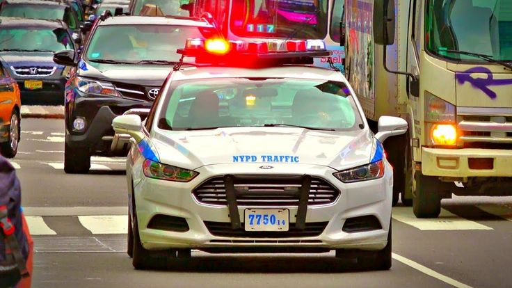 NYPD Traffic Police Car Responding, Wig-Wag Red Lights