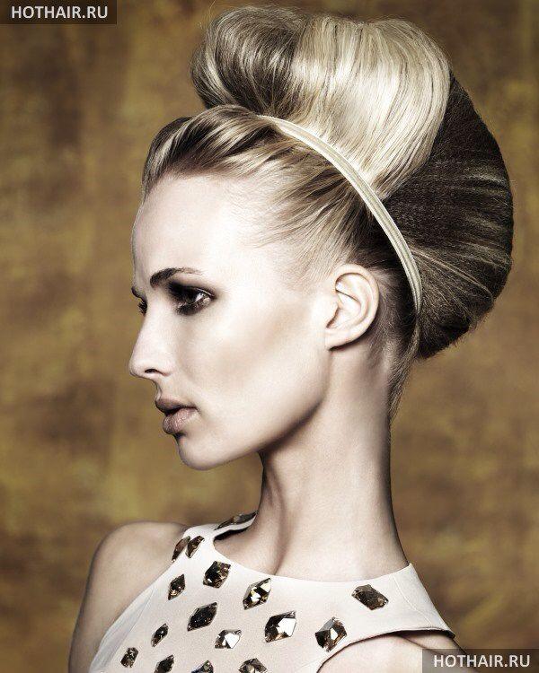 Объемный пучок волос с греческой повязкой.  Если все сложно - делаем глухую прямую челку.