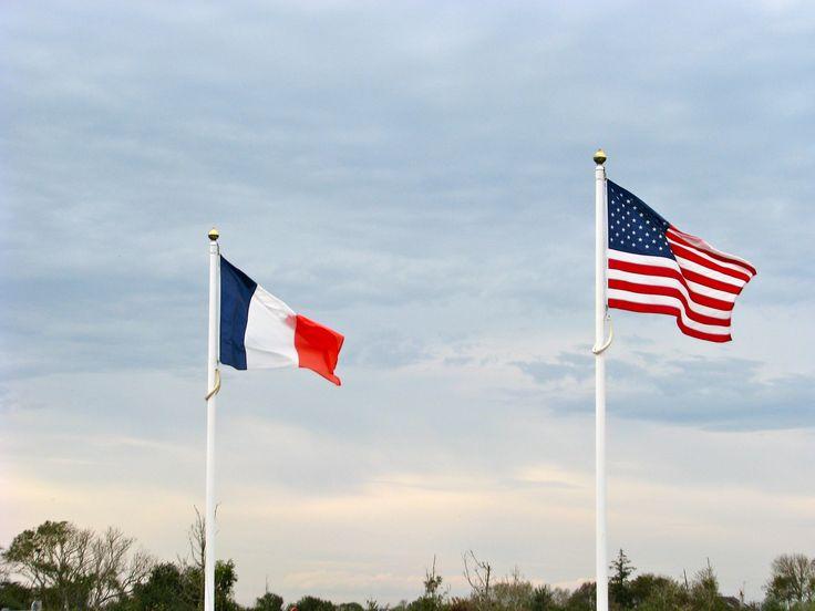 le drapeau fran u00e7ais et le drapeau am u00e9ricain ont trois