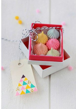 meringue favours - Read more on One Fab Day: http://onefabday.com/meringue-wedding/