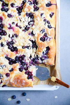 Von weichem warmem Blaubeer Butterkuchen – ein Rezept für Lieblingskuchen