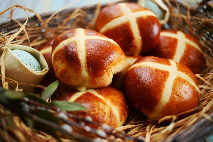 Ugye, hogy a Nuttellát mindenki szereti? Húsvétkor pedig talán kötelező is fogyasztani. Itt van hozzá a tökéletes recept, próbáljátok ki az angolok híres-neves hot cross bunját! Ez a kelt tésztás sütike az ékes bizonyítéka annak, hogy az angolszász konyha is tartogat kellemes meglepetéseket, ez a…