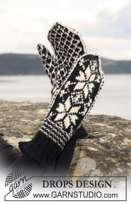 "Free pattern: Knitted DROPS mittens with star pattern in ""Karisma"". Yarn alternative ""Merino Extrafine"". ~ DROPS Design"