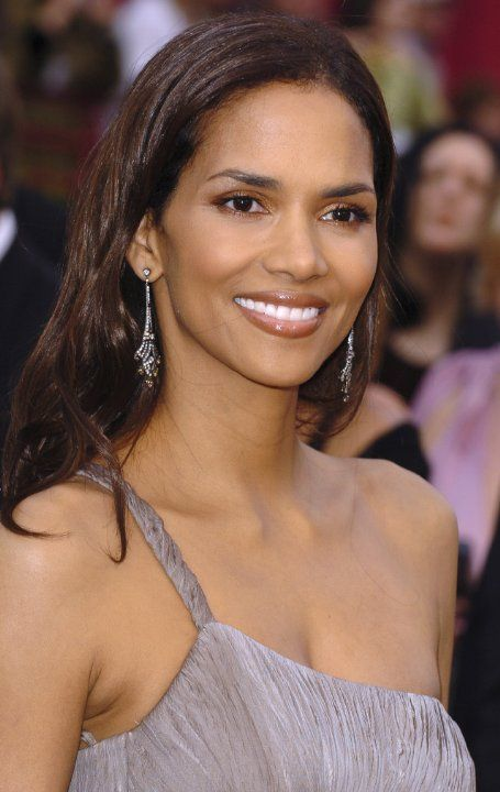halle berry at an event for the 77th annual academy awards 2005