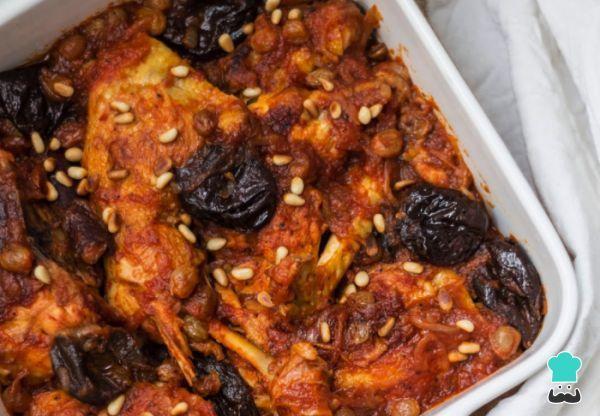 Aprende a preparar pollo con cerveza y uvas pasas con esta rica y fácil receta. Durante las fiestas de invierno es muy común hacer el pollo pasas. El pollo con...