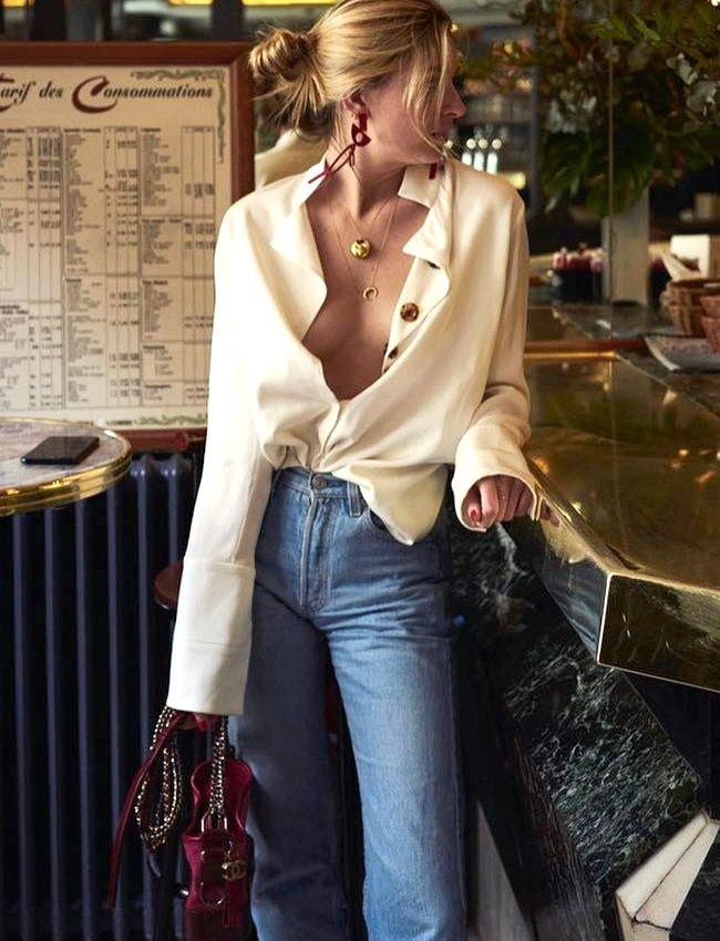 """Le décolleté """"BHL"""" n'en finit pas d'inspirer les fashionistas... (photo Camille Charrière)"""