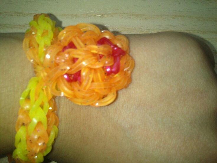 Pulsera de gomitas Rainbow Loom con carita sonriente/ calabaza Halloween a 4 €