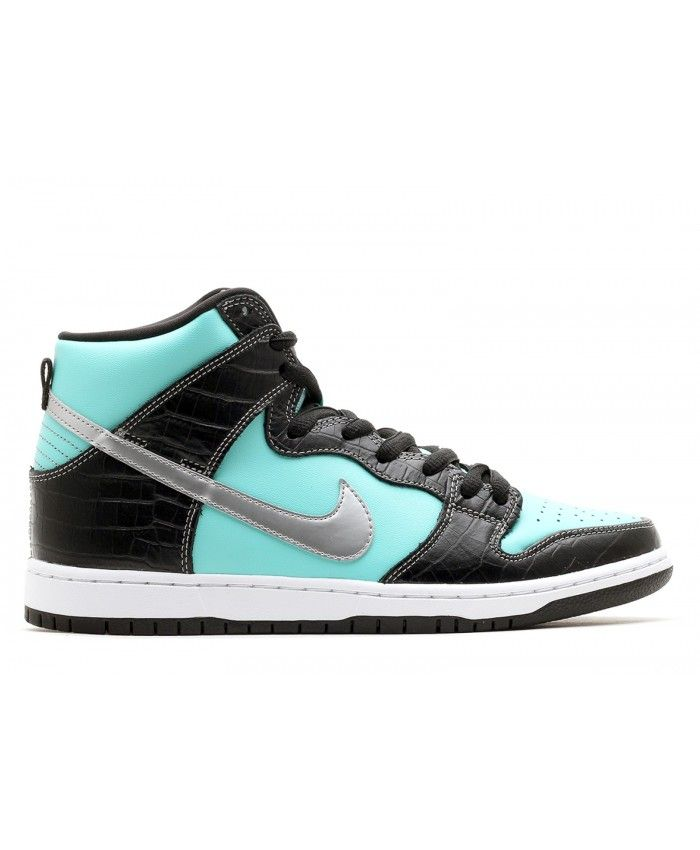 Let your feet do all the talking with this season's Nike men's Dunk shoes  with great discount, All sizes are avaliable.
