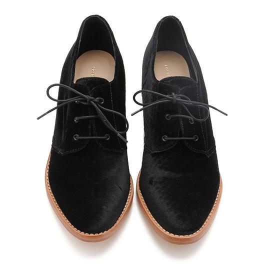 Joanna Welted in velvet: Joanna Welt, Desert Boots, Fall Shoes, Foot Forward, Fashion Forward, Flats Editing, Fabulous Flats, Oxfords Flats, Welt Oxfords