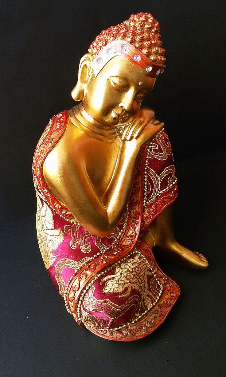 Estatua de Buda durmiente, bonito elemento decorativo lleno de detalles, propaga en la habitación sensación de paz y tranquilidad.