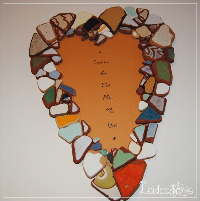 Diy: recycling broken tiles Come riciclare vecchi cocci di piastrelle http://leideedicriscraft.blogspot.it/