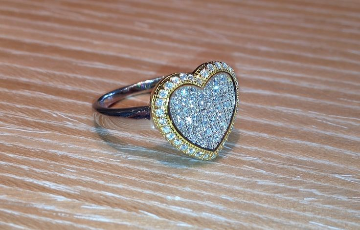 Bicolored silver ring with zircons.  Anello in argento bicolore con zirconi.