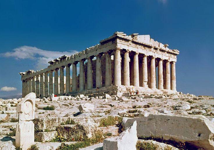 """Istoriografia modernă numeşte """"secolele obscure"""", în Grecia antică, epoca cuprinsă între sec. XII – VIII î.e.n. Invaziile care au dus la distrugere"""