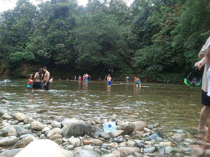 Río en la reserva natural de San Cipriano, Colombia
