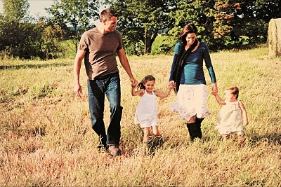 Family Photo: Photos Country, Photos Ideas, Hold Hands, Engagement Photos, Country Style, Family Photos, Families Photos, Photos Poses, Families Photoin