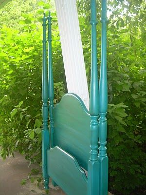 Tips on how to paint bed posts and frame. Use with guest bed   Oops!: Before & After, Turquoise bed & dresser!