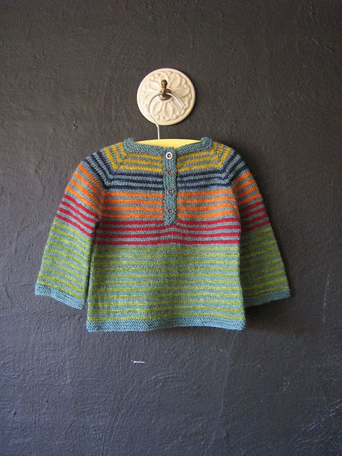 Ravelry: Sweet Baby Sweater pattern by Caroline Wiens #FreePattern