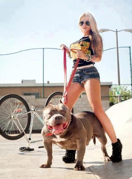 d7194811b8e1c977fb351c69e2adf016--sexy-girls-pittbulls.jpg