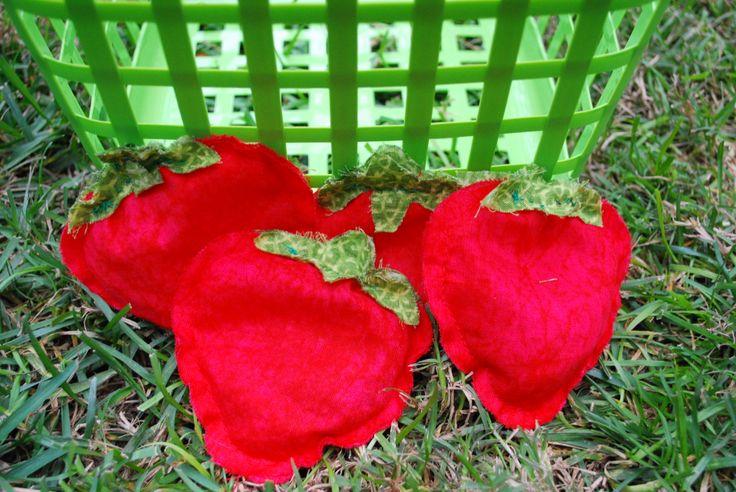 Strawberry Shortcake bean bag game-DIY