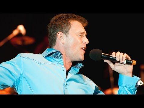 """Lorenzo Antonio - """"Doce Rosas"""" (en vivo) - YouTube"""