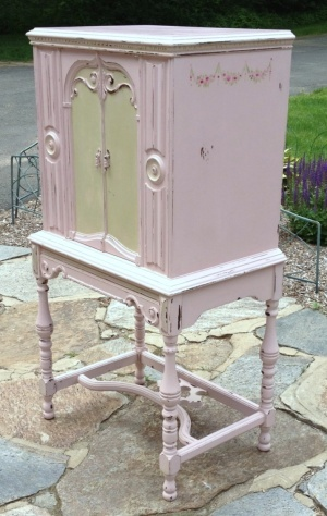 Shabby Chic vintage hand painted distressed white furniture