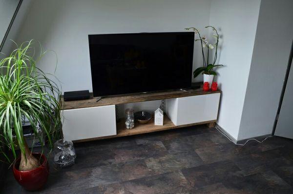 Tv-meubel van sloophout in combinatie met IKEA Besta meubel.  www.vansloophout.com
