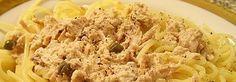 Thunfischsoße für Spaghetti  Sie geht so:      1 Dose Thunfisch mit      1 Becher Sahne (200 g) ,      einigen Kapern und      etwas Salz ein paar Minütchen köcheln lassen.  Diese Soße mit al dente gekochter Pasta servieren.