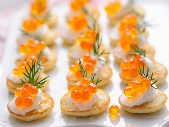 Kaviar-Blinis ist ein Rezept mit frischen Zutaten aus der Kategorie Getreide. Probieren Sie dieses und weitere Rezepte von EAT SMARTER!