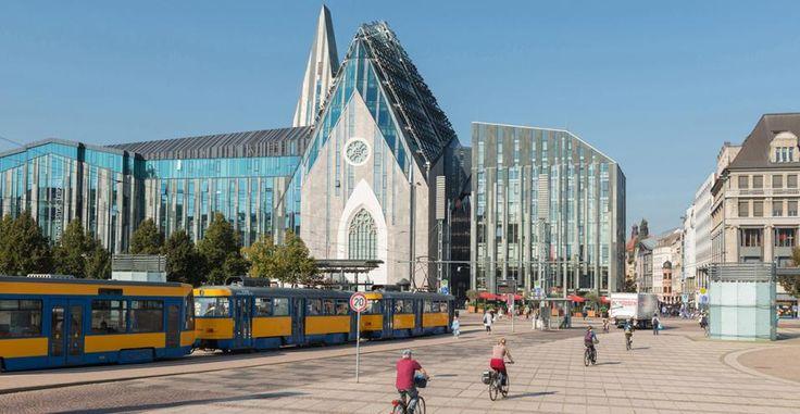 Nella capitale creativa tedesca, le architetture postmoderne, ricordo del passato da satellite sovietico, sono oggi atelier, musei, locali.