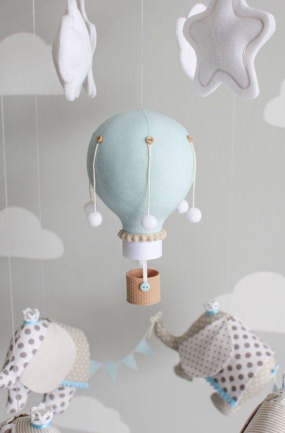 Elefante y aire caliente globo bebé móvil por sunshineandvodka