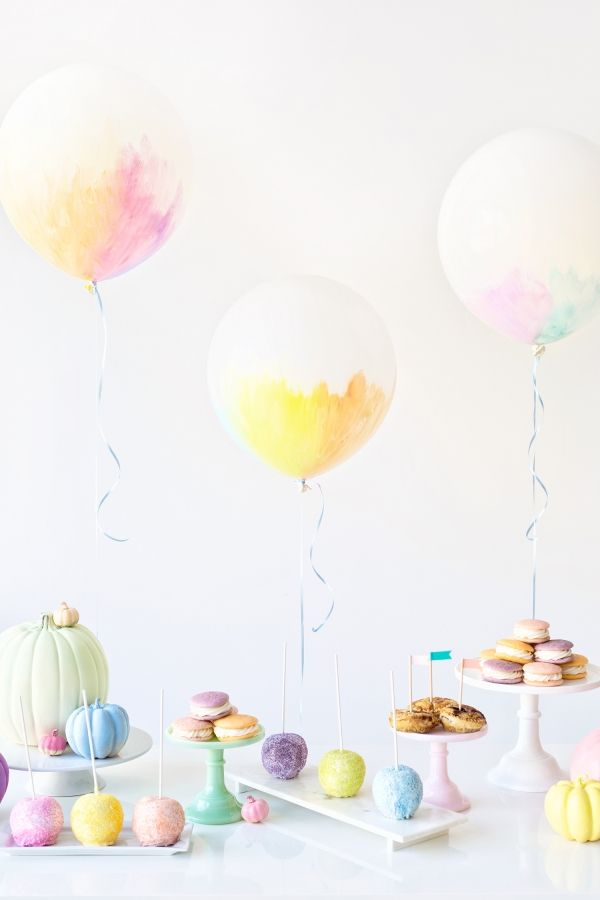 I interrupt this costume bonanza to bring you my newest project with my favorite partner in crime here on Studio DIY, Balloon Time! This fall I created a baby shower that takes all those good things w