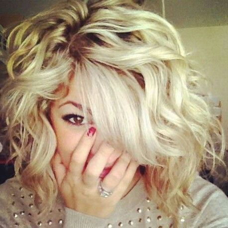 Messy wavy shoulder length hair! I wish my hair looked like this! by jeanette