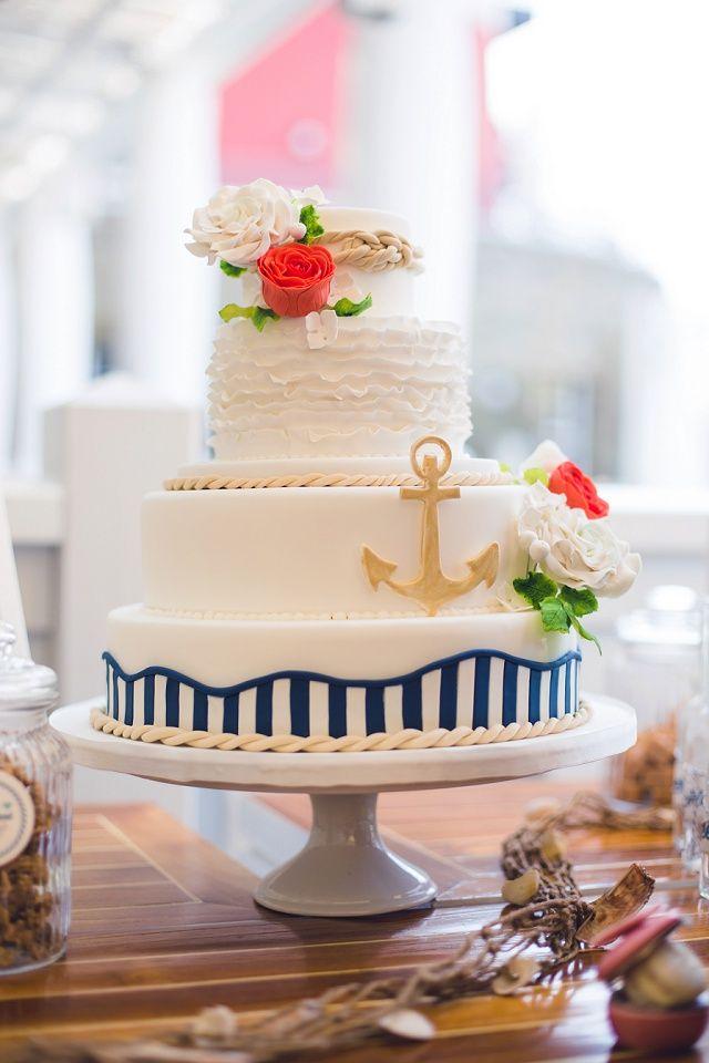 Hochzeitstorte Anker - Maritim Heiraten mit Vintage Flair von Passiamour   Hochzeitsblog - The Little Wedding Corner