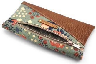 Freebook Smartphonetasche KUORI von Hansedelli. Kostenlose Anleitung Täschchen nähen. Handytasche Schnittmuster