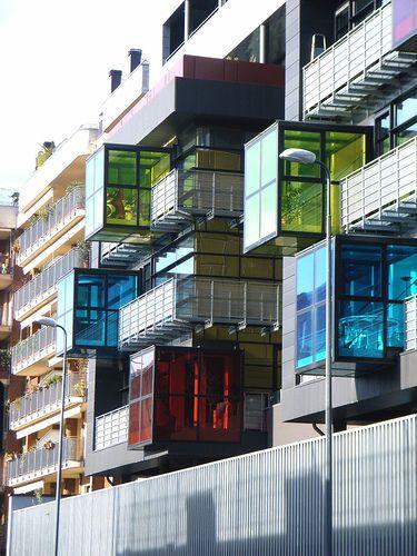 Milano - Via Doberdò edificio a volumi colorati