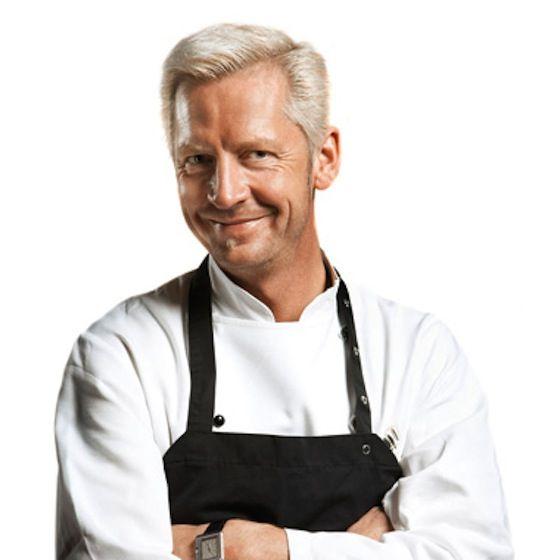 Mortens Kro – Når blåt lys, gourmetmad og afbleget hår går op i en højere enhed