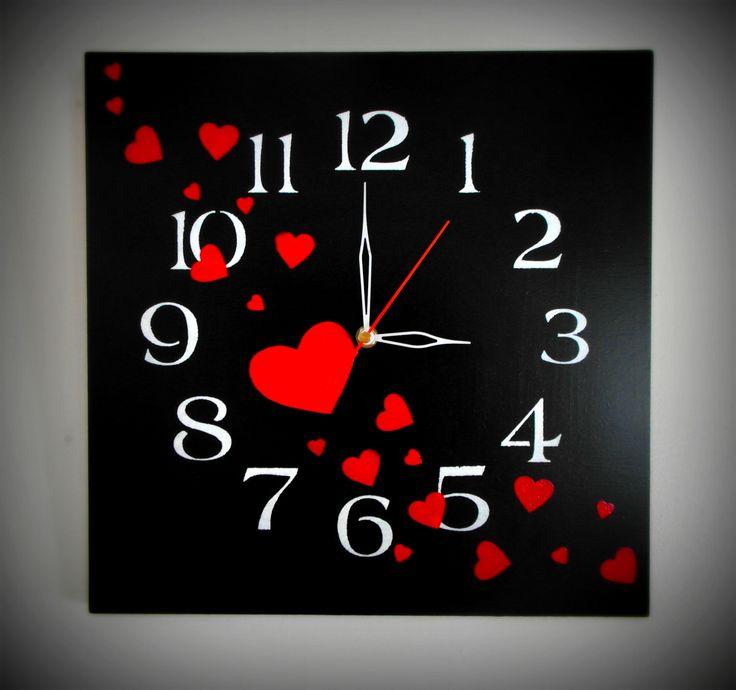 Reloj Corazones pintado con acrílico