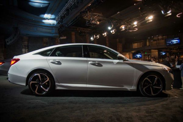 2018 Honda Accord is the featured model. The 2018 Honda Accord V6 image is added in car pictures category by the author on Sep 22, 2017.