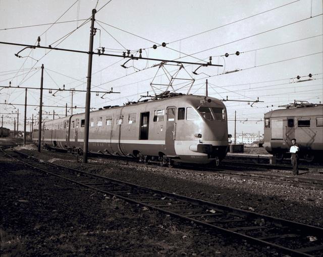 Elettrotreno rapido ETR200 by Ferrovie dello Stato , via Flickr