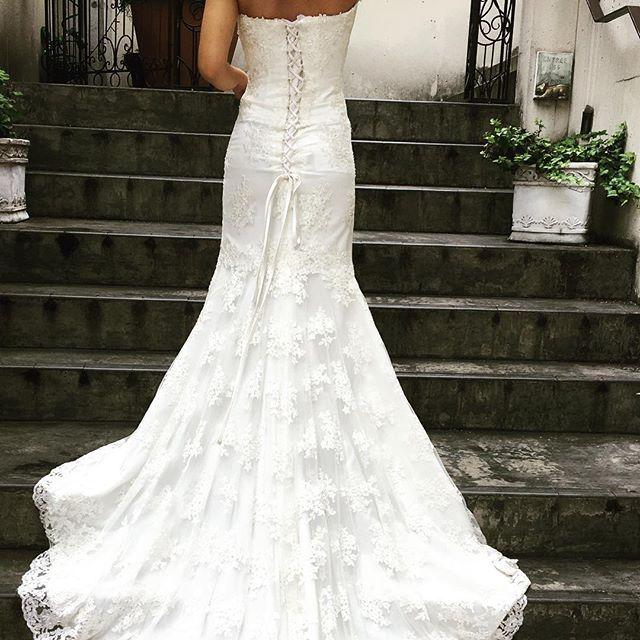 刺繍が素敵なスレンダードレススタイルはシンプルですが刺繍が施されているのでとても目をひきます✳︎..ラインアカウント開設しました📲返信までお時間を頂く場合がございますが、メールはちょっと手間...という方はこちらでもご予約等受け付けておりますID検索で  888wedding の検索をお願いいたします🔍.#プレ花嫁 #結婚式準備 #日本中のプレ花嫁さんと繋がりたい #全国のプレ花嫁さんと繋がりたい #関西花嫁 #神戸花嫁 #インポートドレス #2017夏婚 #2017秋婚 #2017冬婚 #2018春婚 #二次会ドレス #卒花嫁 #花嫁会 #ドレス迷子 #ドレス試着 #結納 #前撮り #ブライダルヘア #instagood #like4like #instabride #二次会ドレス #ドレス持ち込み #神戸旅行 #節約婚 #l4l